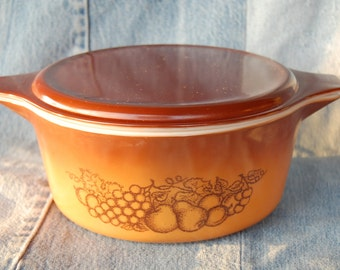 Vintage Pyrex Old Orchard Large 2.5 Quart number 475 Cinderella casserole with Brown Lid circa 1974-1977