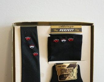 Gift Set for men - Skinny necktie tie pocket square and socks BLACK red white crown MOD