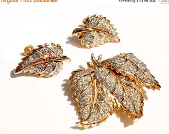 20% OFF SALE - Stunning Crystal Rhinestone Gold-Plated Vintage Brooch and Earring Demi Parure