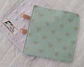 Mint and Gold Bows Crunch Crinkle Square
