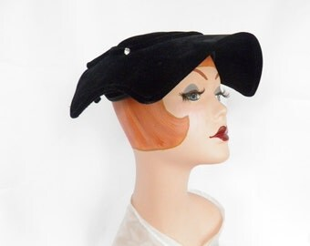 1950s vintage hat, black velvet Audrey Hepburn style, excellent