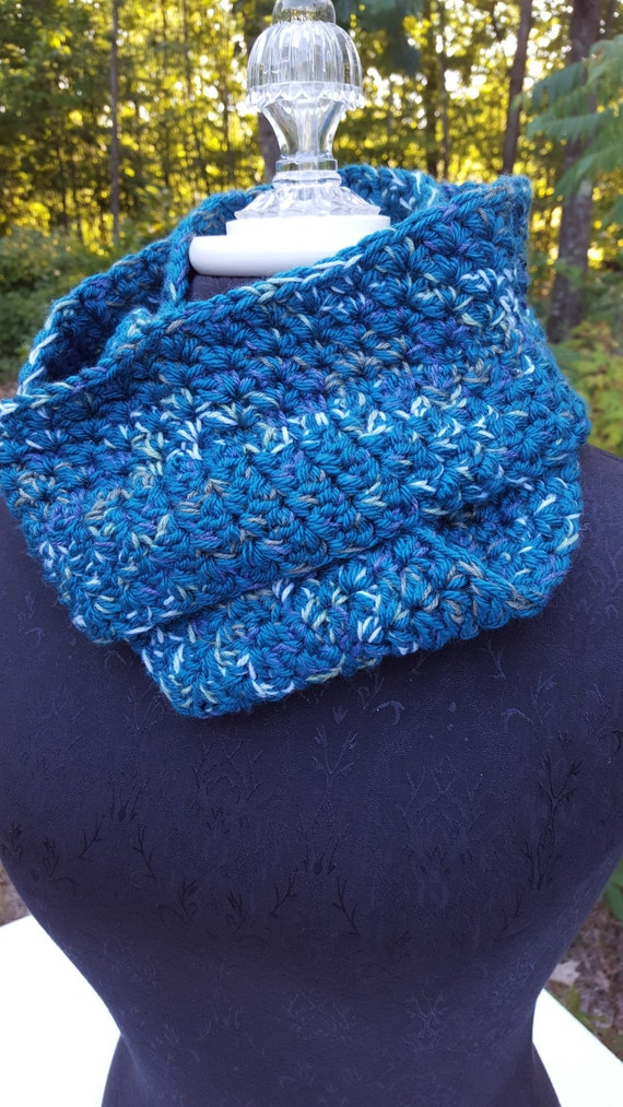 Under the Sea Teal Green crochet infinity mobius scarf