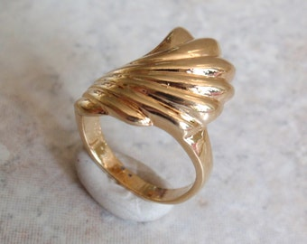 Gold Tone Ring Swirl Wave Shell Size 6 Vintage V0751