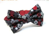 ON SALE Dog Bowtie, Bow tie Dog Collar- Red and Black Paw Prints Houndstooth
