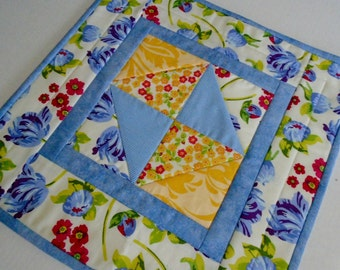 Tulips Quilted Table Topper, Quilted Table Runner, Table Quilt, Floral Table Topper, Cottage Chic Quilt, Modern Table Topper