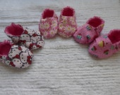 Reversible Flannel/Cotton Baby Booties (Kitty Cat, Daisies OR Cupcakes) in Size 0 to 3 months