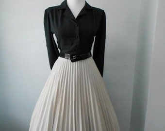 Vintage 1950s 1960s Gray  Accordion Style Pleated Full Skirt