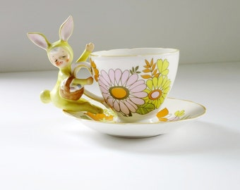 Vintage Tea Cup and Saucer, Pink Crazy Daisy Flower Power Teacup and Saucer Set, Retro Hippie Flower Cup and Saucer, Hippie Tea Cup