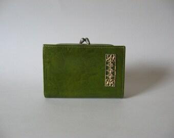 Buxton Canada Monaco 70s vintage bright avocado green textured vinyl kiss lock wallet pocketbook gold floral detail