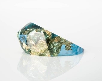 pointy eco resin ring with soft facets | size 7 | ocean blue resin with gold metallic flakes