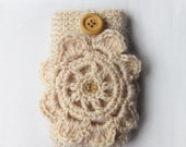 Crochet iPhone Case in Beige Wool Wood Button, crochet flower pocket iPhone Case for 5, 6, 6 s 6 Plus, Woman, gift for her