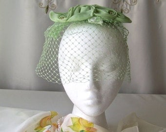 Vintage Green Hat Veiled Fascinator Green Flowers Head Piece Cocktail Hat Classic 1950s