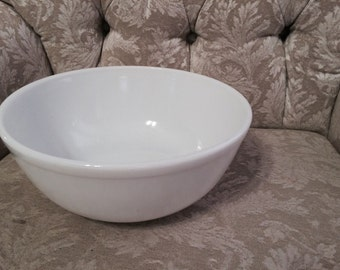 40s Bright Opal White Unmarked Pyrex Milk Glass Bowl. Serving bowl. Party Serving Bowl Salad Bowl Decorative Bowl. 404 Largest Bowl