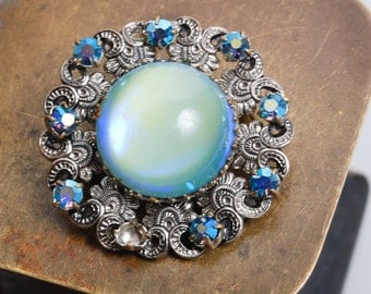 Vintage filigree brooch, with glass stones