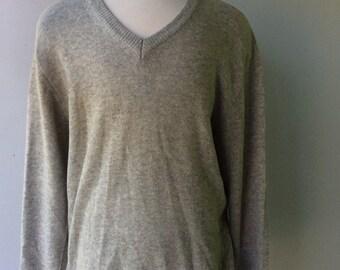 V-NECK Grey Vintage Wool Mens Sweater // Size xl