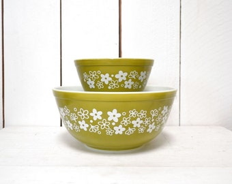 Pyrex Mixing Bowls - Vintage Spring Blossom Green 1970s - 401 and 403 Baking Bowl Set of 2 - Avocado Green