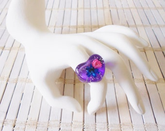 Retro 1990's Gumball Resin Ring, Purple w/ Glitter, Pink Blue Flowers, Heart Shaped, Flower Power, Pop Art, Statement ring, Kandy, size 7