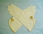 RESERVED for KW  ***   Unused Vintage White Leather Gloves with Gold Bow Detail Size 6.75