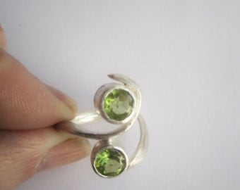 Multistone Ring ./. Peridot Ring ./. August Birthstone ./. Bague Pierres ./. Faceted Stones Ring ./. Handforged Silver Ring ./. Green Stone