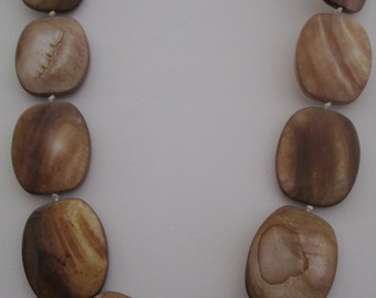 Large Mother of Pearl Beige/Brown Shell Beads Knotted Necklace