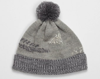 SALE -65% Grey abstract beanie with jacquard knitting design pattern in coal grey and warm white