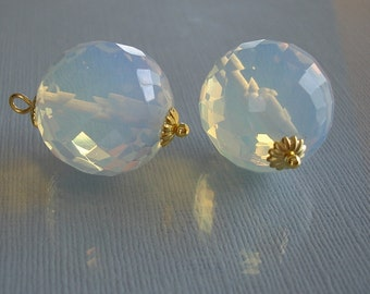 2pcs-Vintage Opal Faceted Round Bead Charm 19.5mm.