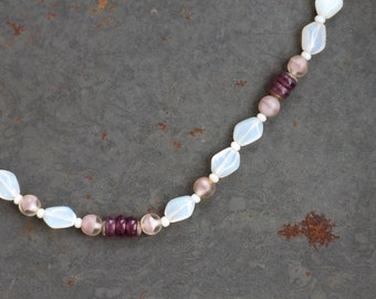 Moonstone Short Necklace - Opal Purple and Mauve Beads - Vintage Jewelry