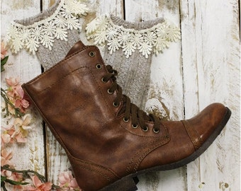 Daisy lace boot socks, Oatmeal, tweed, lace, hosiery, women, short socks, boot socks, leg warmers, slouch,, fashion, combat, cowboy   SLXC3