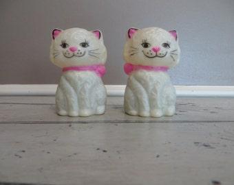 Plastic Kitten Salt and Pepper Shakers that Make Noise Kitschy Shaker Set Baby Room Baby Rattles Hong Kong Baby Powder Cat Cat Shakers