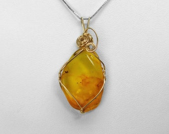 Baltic Amber Pendant in Gold, 25 x 17 mm