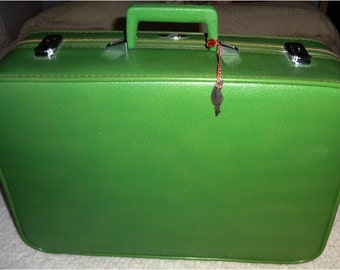 Gorgeous Green Small Luggage Suitcase w Key