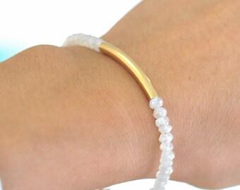Moonstone Bracelet,  White Gemstone Bracelet, weddings, Romantic Jewelry, June Birthstone Jewelry, Minimum jewelry, Minialist