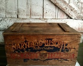 Wooden box with lid Maryland Biscuit Company Baltimore Advertising Box vintage