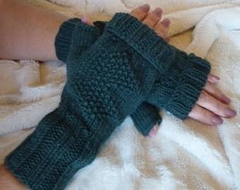 Fingeress Bottle green Wrist Warmers