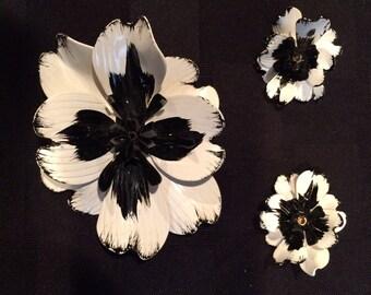 Mad Men 60's mod jewelry demi parure, set black  and white metal enamel brioch and clip earrings