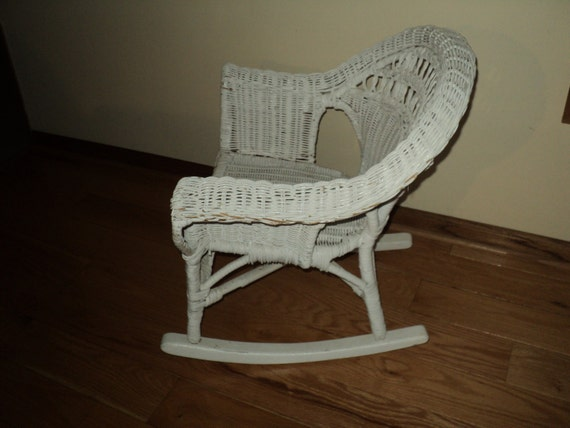 vintage white wicker rocking chair fit for a child or as doll. Black Bedroom Furniture Sets. Home Design Ideas