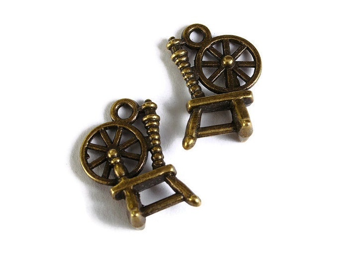 Antique brass Spinning Wheel pendant - 3D Spinning Wheel charm - 19mm x 13mm - Nickel free - Lead free (1737) -Flat rate shipping