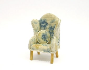 """1/4"""" Scale Blue & Yellow Floral Chair"""