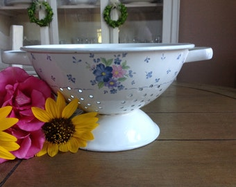 Vintage Farmhouse Enamel Colander Off-White with Blue and Pink floral Pattern
