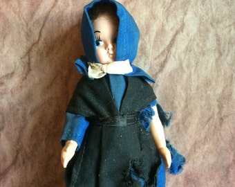 Vintage Amish Girl Doll 5 Inch Doll Tattered Clothing Lancaster PA Souvenir Amish Doll