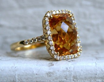 Vintage 18K Yellow Gold Citrine and Diamond Halo Ring - 10.84ct.