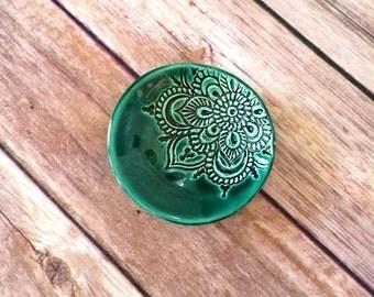 Lotus Dish - Wedding Ring Holder in Emerald Green - Handmade Engagement Ring Bowl - Trinket Dish - Gift for Girlfriends - Engagement Gift