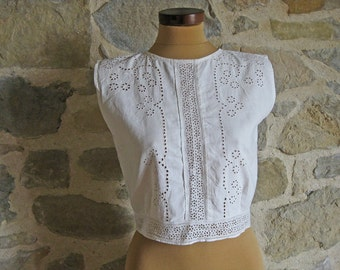 1960s white blouse - sleeveless blouse with lace front size M - vintage French mid century clothing