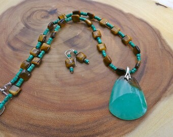 21 Inch Green and Brown Agate Pendant Necklace with Tiger's Eye and Earrings