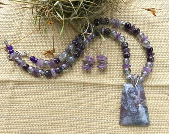 19 Inch Mauve and Gray Fire Agate Necklace with Earrings