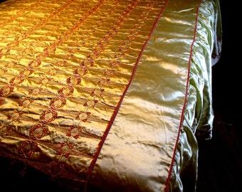 BEDSPREAD ...   Vintage Gorgeous 40's Hollywood Satin Bedspread Queen Cream w Pink