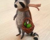 Needle felted raccoon, raccoon doll, felt raccoon, ornament, dollhouse, miniature raccoon, woodland waldorf woolen figurine art felt raccoon