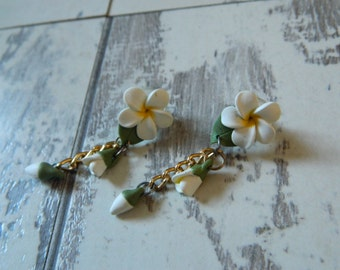 Vtg Clay White Flower Dangle Earrings, Floral Dangle White Earrings, Dangle Floral Earrings, Bridal Clay Earrings, Free Shipping