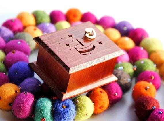 Birthday gift cake  wooden music box - Happy Birthday To You