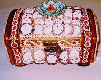 SHELL Covered KEEPSAKE or JEWELRY Box